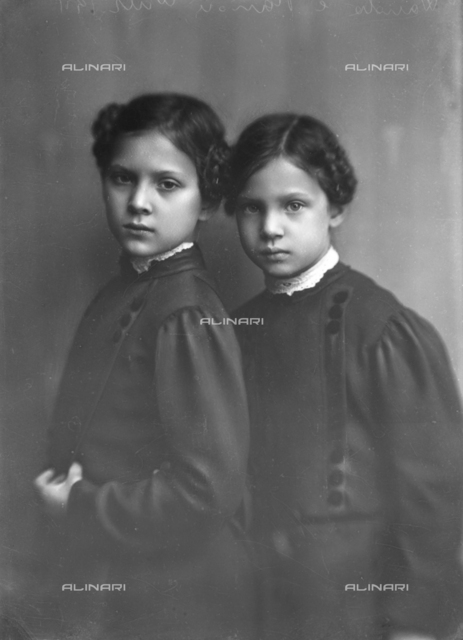 Portrait of Wanda and Marion Wulz