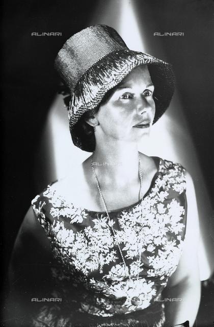Lydia Wulz in a straw hat
