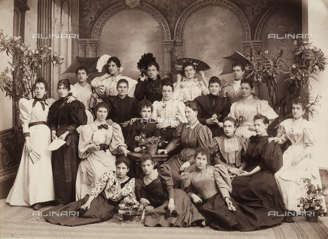 "Group photo of seamstresses, ""Sartine del bianco"""