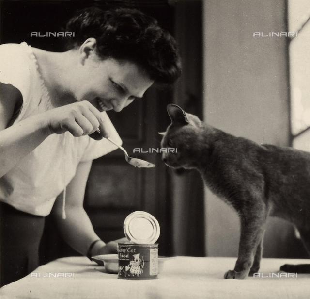 Wanda Wulz feeding her cat Pippo