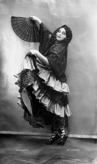 Portrait of the dancer Olga Reich while dancing in Spanish costume